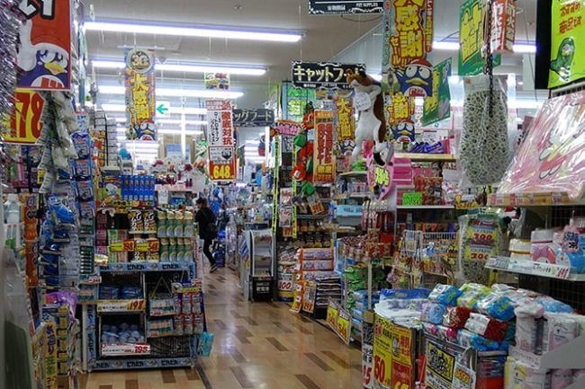 Mainoksia japanilaisessa kaupassa